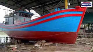 Lên Tàu Đánh Cá Đang Sửa Chữa Tại Xưởng Đóng Tàu