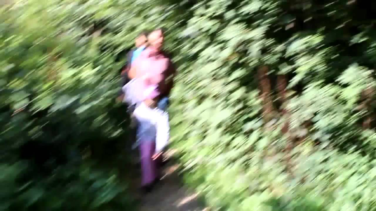 Sie Beglückt Ihn Mitten Im Wald