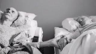 DOK NAS SMRT NE RASTAVI: Poslije 62 Godine Braka Umrli u Istom Danu Držeći Se Za Ruke!