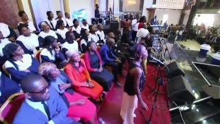 Pasteur Moise Mbiye et les enfants - NA PESI (ECODIM)