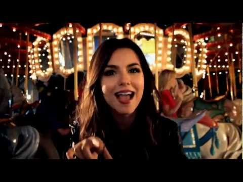 Baixar Victoria Justice - Beggin on your knees (HD)