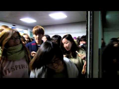 121201 EXO baekhyun chanyeol @ Incheon Airport 엑소 인천공항 エクソ 仁川空港 【LQ】