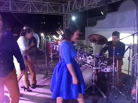 Hermosa Nena toca Juguito de Piña con SUPER KUMBIA Magdalena Tequisistlan Oax