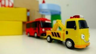 ¡Juegos de coches en español! Tayo bus cayó en el pozo.