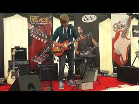 Baixar James Bell LIVE - Slash Anastasia Cover