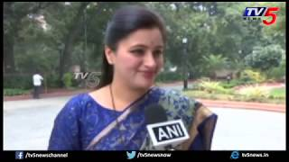 Tollywood actress Navneet Kaur Reaction on Maharashtra Gov..