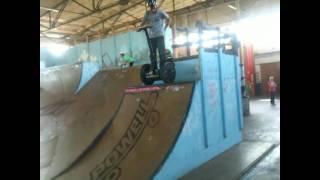 Segway sur un skate park
