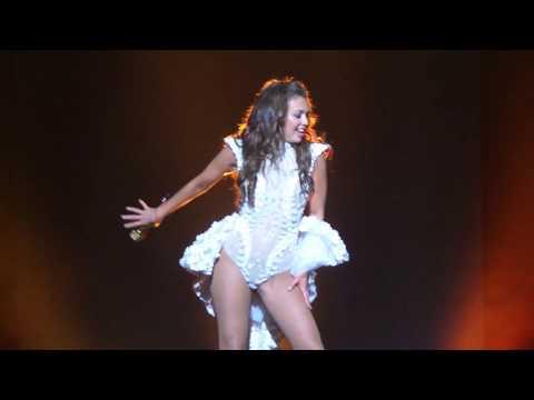 Thalia muy sexy canta canción ft. Maluma en Hollywood