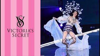 Victoria's Secret Model Ming Xi Falls on Catwalk