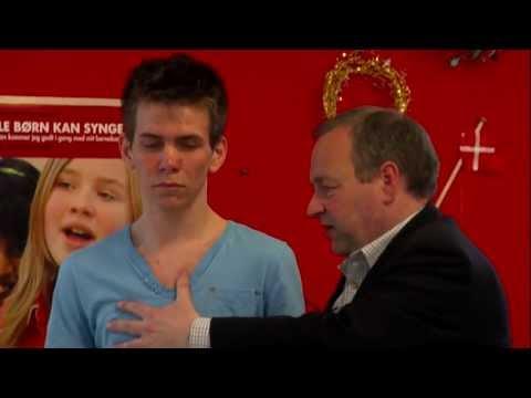 David Lowe teaches tenor, 19-year-old Nicklas (Masterclass 2009 at Den Jyske Sangskole)