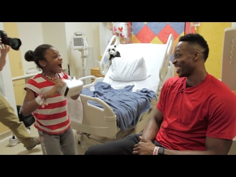 Kids at Children's Memorial Hermann Hospital were given an exclusive 360-degree video tour of the Houston Rockets' facilities using Google Cardboard. See what happens when the their tour guide makes a surprise visit to their rooms!