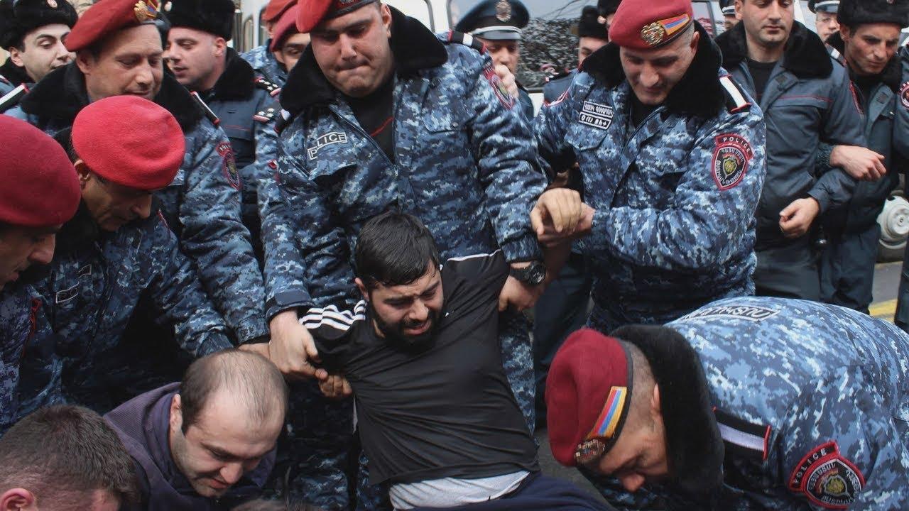 Ереван: хозяева кафе подрались с полицией