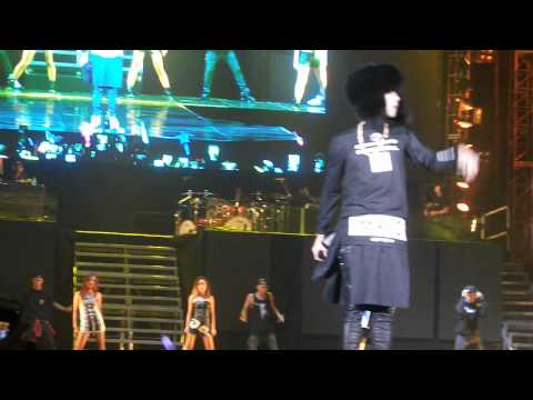 G Dragon @ Justin Bieber concert - Seoul