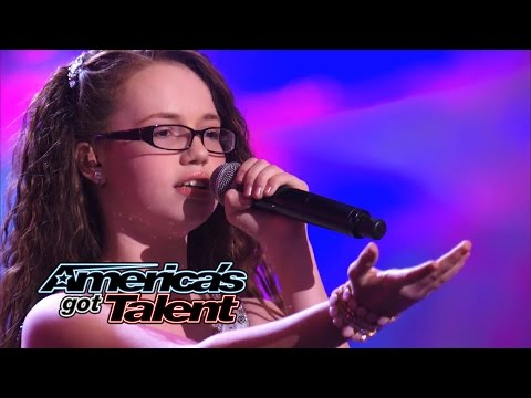 Baixar Mara Justine: Young Girl Belts Out