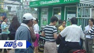 Khóa hàng loạt thẻ rút tiền tự động ATM Vietcombank | VTC