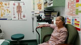 Người già khám bệnh ơ mỹ