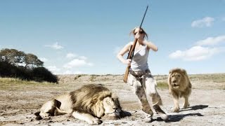 Muž i žena htjeli se slikati pokraj mrtvog lava… a onda je uslijedio pravi ŠOK! (VIDEO)