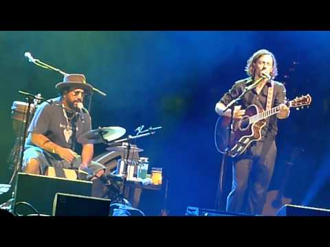Baixar 93 Million Miles - Jason Mraz + Toca Rivera - Live in Sydney 2011