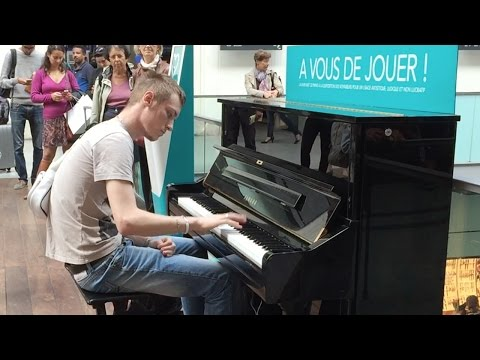 Passenger Impressively Plays Piano at Train Terminal in Paris (HD 60fps)