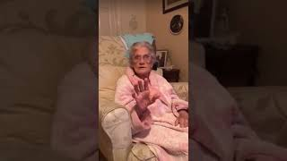 Some Christmas songs 🎵 🎄 and funny story 91 year old lady, & swearing. Subscribe