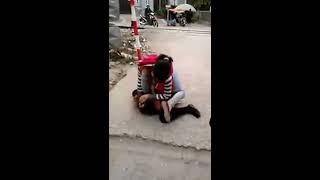 Clip đánh ghen trước chùa Tứ Kỳ ở Hà Nội