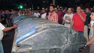 В Ереване снова строятся баррикады