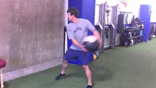 Passe lateral na parede c/ medicine ball