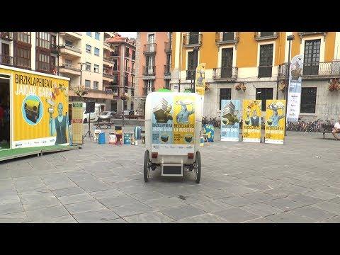 """""""Birziklapenean jaioak gara"""" kanpaina urriaren 6ra bitarte  Triangulo plazan egongo da"""