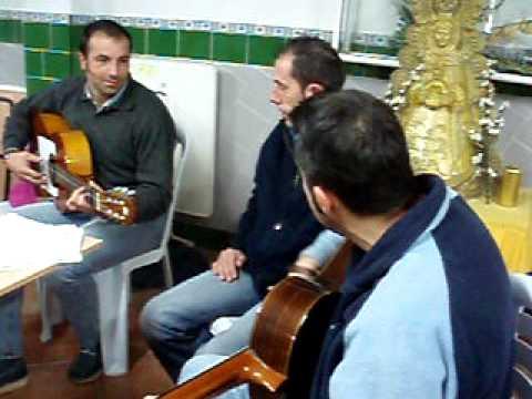 Cantando sevillanas en la Peña Rociera