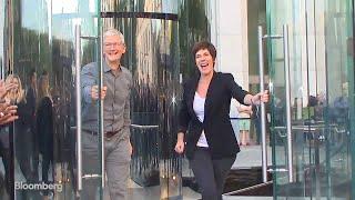 Las tiendas de Apple en todo el mundo reciben a miles de compradores del iPhone 11