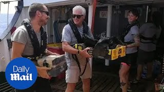 Richard Gere delivers supplies to migrants stranded on boat