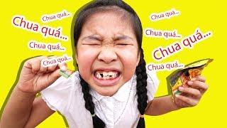 101 Cách Ăn Kẹo Cầu Vồng Khúc   Bé Bún & Bé Bắp Chia Đều Kẹo Rainbow Candy