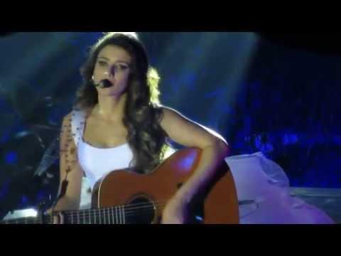 Baixar Zoom máximo - Rosto de Paula Fernandes - Cantando: Um Ser Amor. (Canção da Novela