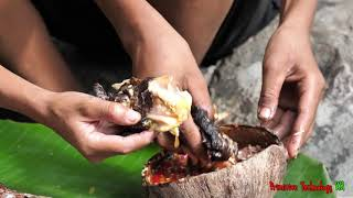 Primitive Technology - Eating delicious - Smart boy catch and cooking big fish
