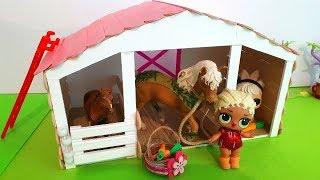 Papusa LOL repara grajdul si gaseste surprize   DIY Animal shelter   Fireflies kids #papusalol #cal