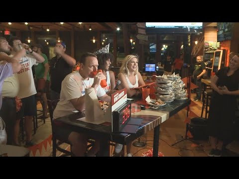 Joey Chestnut eats 413 wings at Georgia Hooters for National Chicken Wing Day