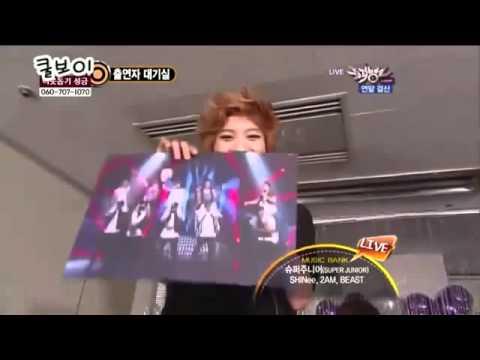 SHINee- Onew carrying Taemin