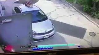Dostavljač je došao na adresu da dostavi pizzu. Kada vidite šta je snimila nadzorna kamera ispred zgrade, OSTAĆETE BEZ RIJEČI (VIDEO)