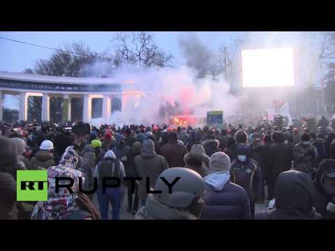 Peaceful protest turns violent in Kiev