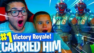 *NEW* BLOCKBUSTER SKIN IS INSANE! CARRYING 9 YEAR OLD BROTHER IN FORTNITE BATTLE ROYALE! 😱 (WEEK 7)