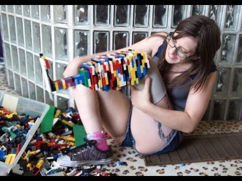 Amputée, elle se fabrique une prothèse en LEGO