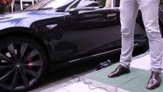 La Tesla S marche au pas
