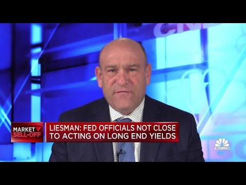 Fed officials not close to acting on long end yields
