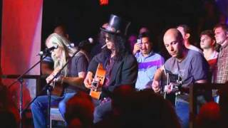 """Slash, Tom Morello & Jerry Cantrell perform """"Wish You Were Here"""""""