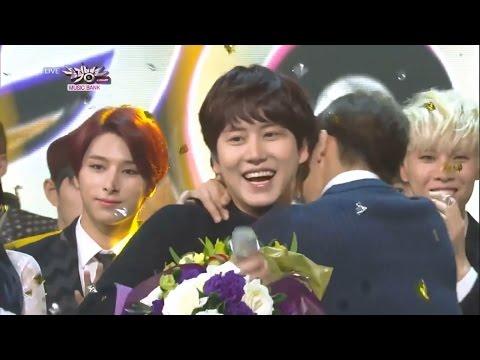 Donghae loves to hug Kyuhyun! (Eng/Esp)