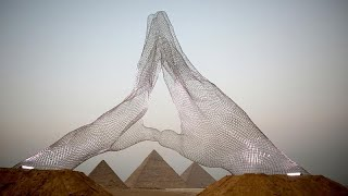 أول معرض دولي للمجسمات تحت سفح أهرامات الجيزة