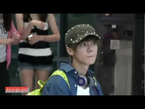 [FANCAM] 120902 Luhan waiting for Yixing @ ICN Airport