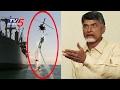 ASTOUNDING Navy stunts in Krishna River, Vijayawada