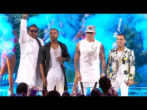 Wisin feat. Zion & Lennox y Tito El Bambino - Vacaciones Remix @ Premio lo Nuestro 2017