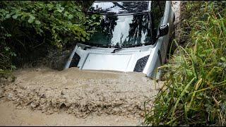 New Land Rover SUV Defender 90 P300